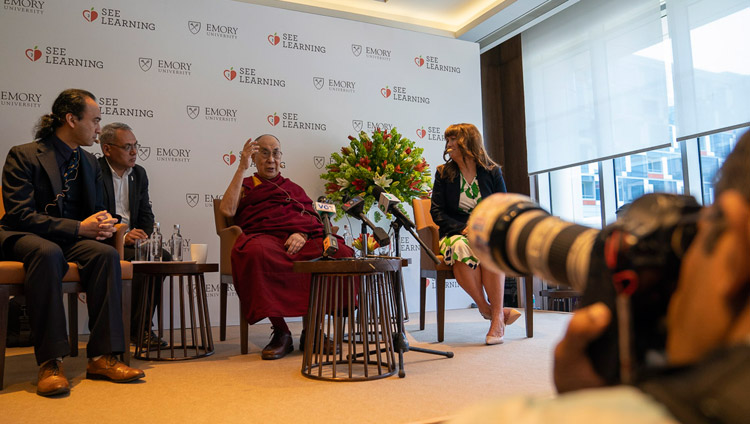Sua Santità il Dalai Lama durante la conferenza stampa per il lancio globale di SEE Learning a Nuova Delhi, India, il 4 aprile 2019. Foto di Tenzin Choejor