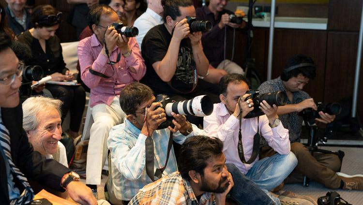 La conferenza stampa per il lancio globale di SEE Learning con Sua Santità il dalai Lama a Nuova Delhi, India, il 4 aprile 2019. Foto di Tenzin Choejor
