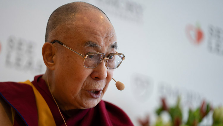 Sua Santità il Dalai Lama risponde alle domande durante la conferenza stampa per il lancio globale di SEE Learning a Nuova Delhi, India, il 4 aprile 2019. Foto di Tenzin Choejor